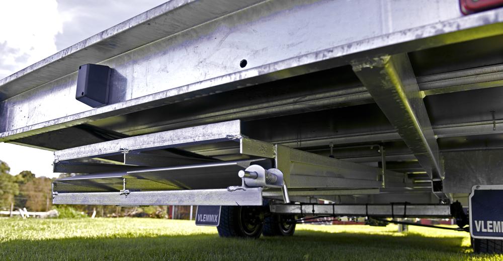 Ramphållare monterad på biltrailer AT406